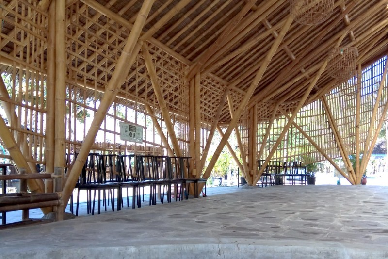 konstruksi atap bambu