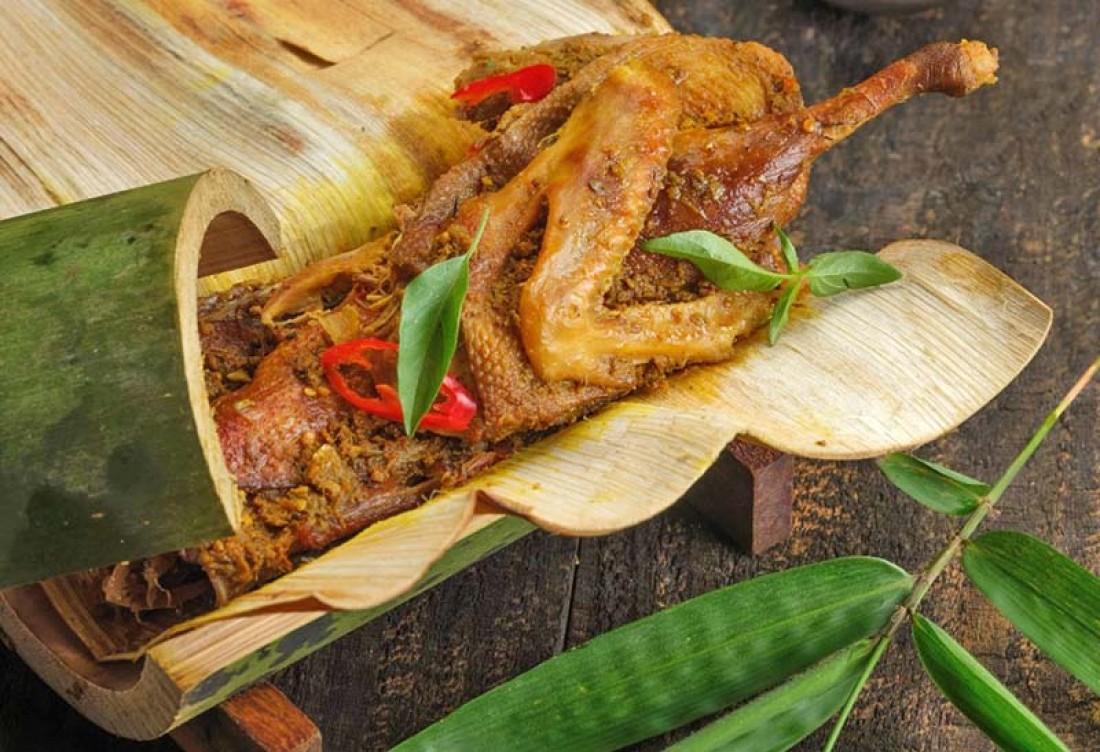 5 Jenis Makanan Khas Indonesia Diolah Dengan Bambu