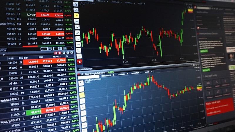 perbedaan analisa fundamenta dan teknikal saham