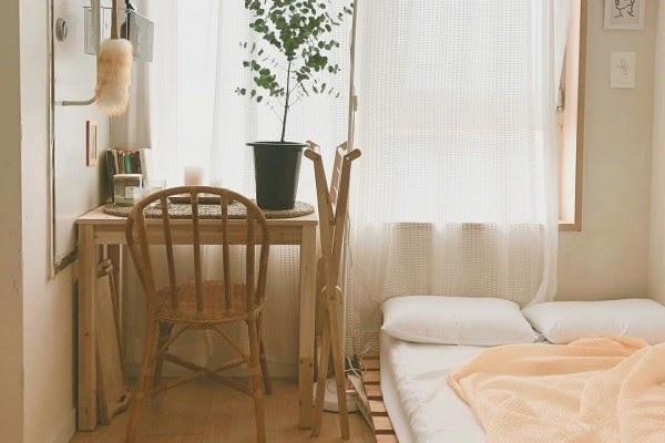 kamar kos design klasik alas papan kayu